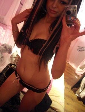 Nidia from Walls, Mississippi is looking for adult webcam chat