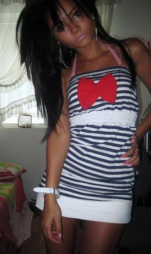 Kirstie is looking for adult webcam chat
