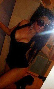 Elenore from Monroe, Connecticut is looking for adult webcam chat